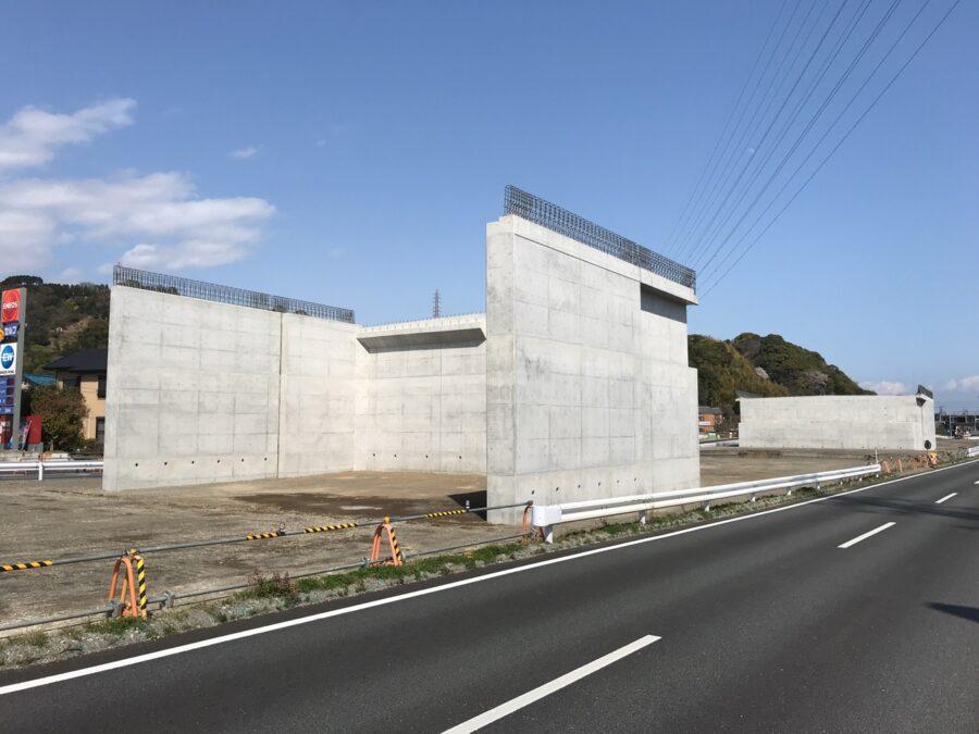 1号清水立体横砂跨道橋西下部工が完成しました。