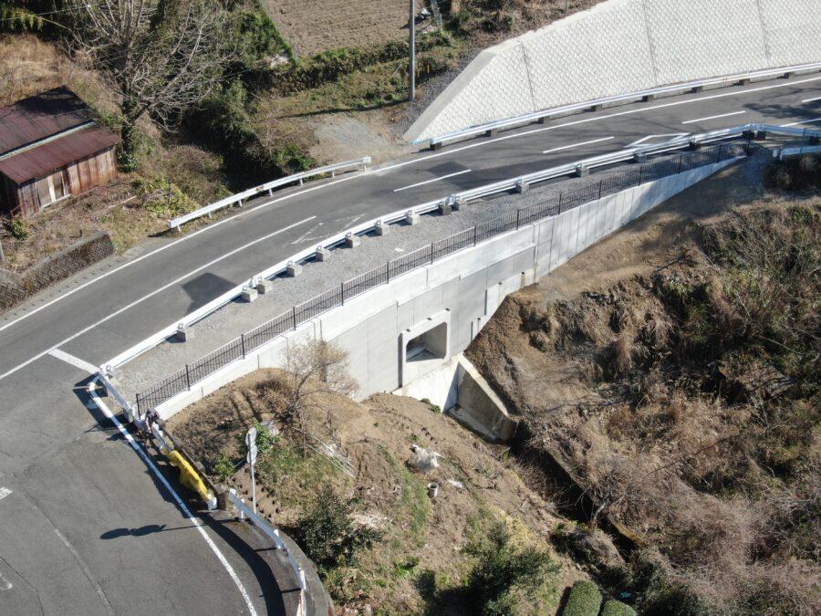 上土長尾線(松尾橋)道路改良工事が完成しました。