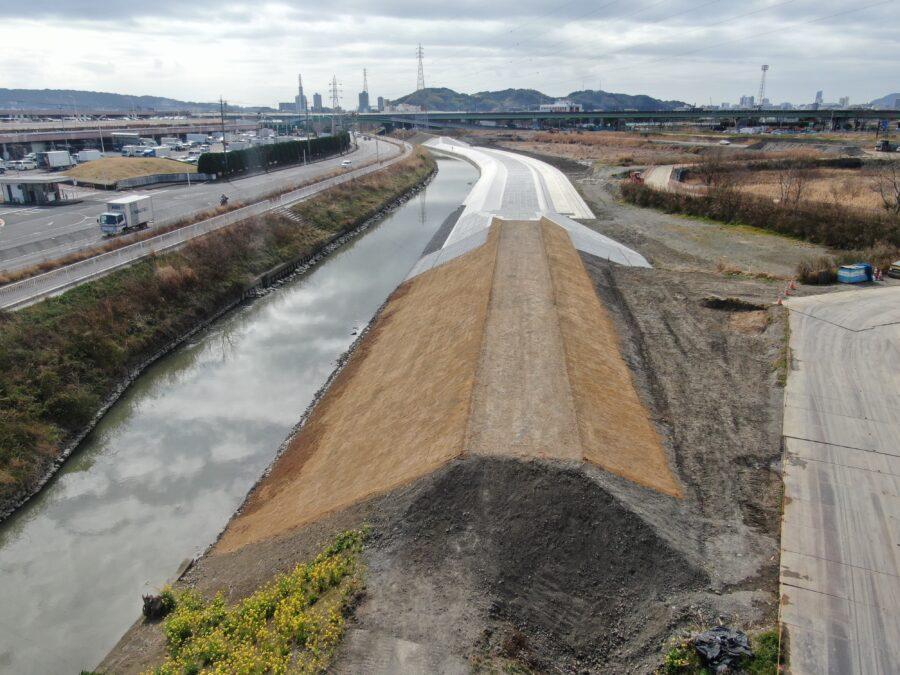 加藤島エリア越流堤工その2工事が完成しました。