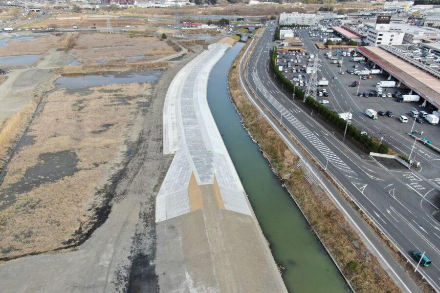 加藤島エリア越流堤工その1工事が完成しました。
